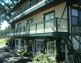 Exterior of the 10th Green Inn